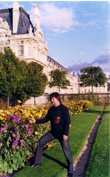 Париж, у Лувра